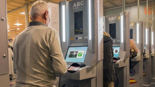 تقنيات مبتكرة لكشف المسافرين الذين يشكلون خطرا في المطارات وعبر الحدود