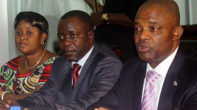 Le président de l'Assemblée nationale de la RDC, Evariste Boshab (à droite), et son de son vice-président Borice Mbuku (Centre) lors d'une conférence de presse le 3 janvier 2012 à Kinshasa.