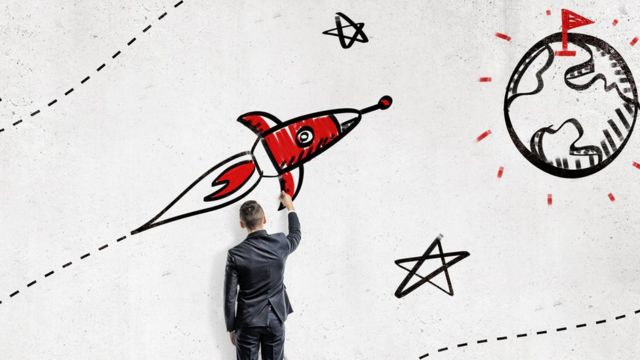 Hombre dibujando un cohete
