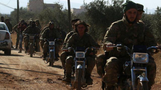 مسلحو المعارضة السورية في حلب على دراجات نارية