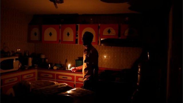 Venezuela'nın ikinci en büyük kenti Maracaibo'da yaşayanlar saatler süren elektrik kesintileriyle başa çıkmak zorunda