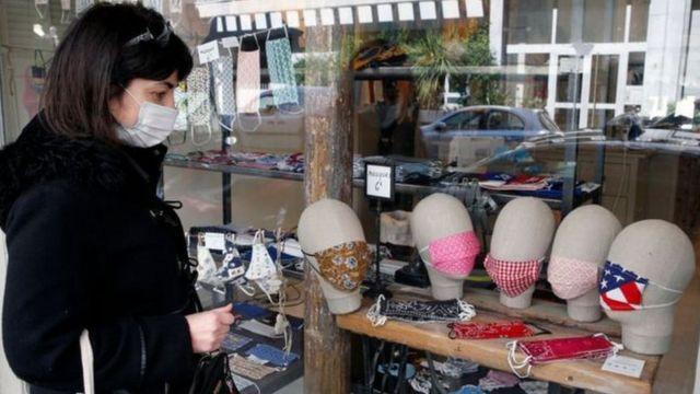 женщина и маски