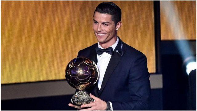 Le Portugais Critiano Ronaldo remporte son quattrième Ballon d'Or