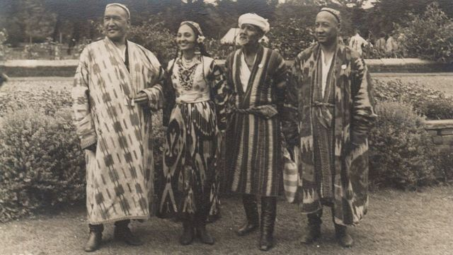 Тўхтасин Жалилов, Тамарахоним, Усто Олим Комилов ва Абдуқодир Исмоилов Лондонда, 1935 йил