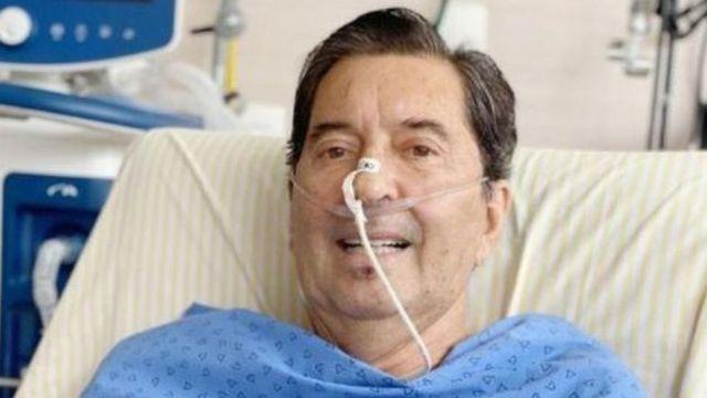 Maguito Vilela acostado en la cama de un hospital