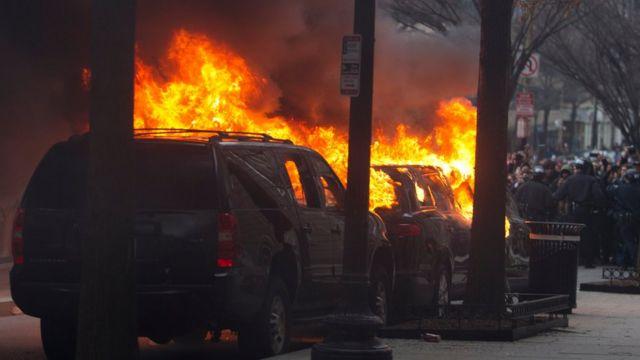 Washington'daki eylemde ateşe verilen araç