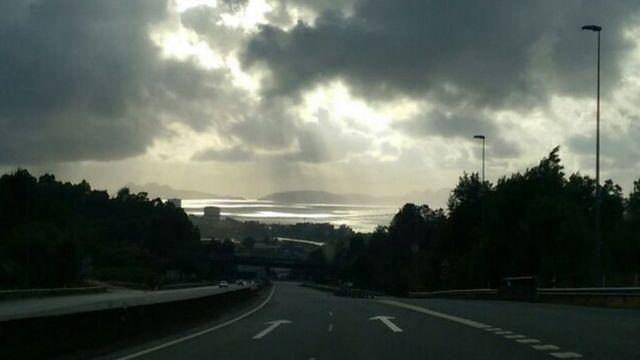 Paisaje de Vigo, en Galicia, con las Islas Cíes al fondo.