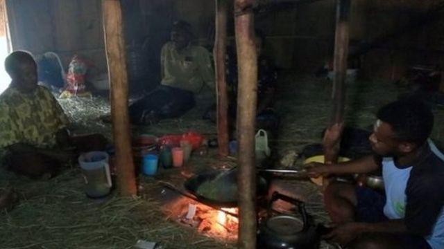 Para pengungsi Nduga di Wamena, menumpang kerabat.