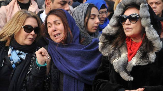 تركيات يبكين بعض الضحايا