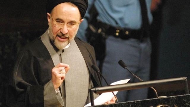مدتی پس از آنکه نزدیکان خاتمی به استقبال سازمان ملل از طرح گفت و گوی تمدنها میبالیدند، گروهی دیگر یادآوری میکردند که او نتوانسته گفت و گو را در ایران جا بیندازد