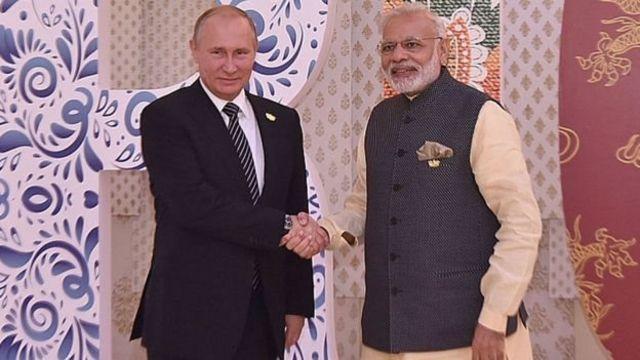 नरेंद्र मोदी व्लादिमीर पुतिन के साथ