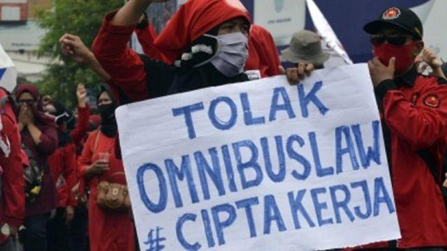 Isi Omnibus Law Dokumen Final Uu Cipta Kerja Belum Bisa Diakses Publik Pakar Khawatirkan Masuknya Pasal Selundupan Bbc News Indonesia