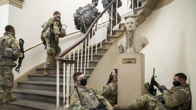 Солдаты Национальной гвардии в Капитолии 13 января