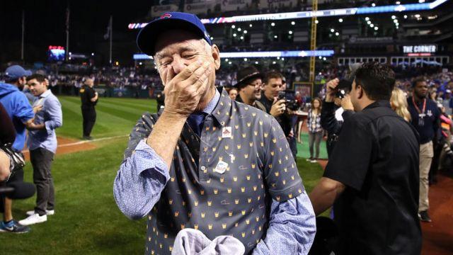 愛するシカゴ・カブスの優勝に感極まるビル・マーレイさん