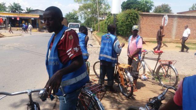 100 à 200 mille personnes prennent des vélos taxis chaque jour dans la capitale Bujumbura, qui compte plus de 700 mille habitants.