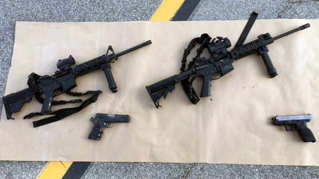 容疑者たちが銃撃現場に残した武器