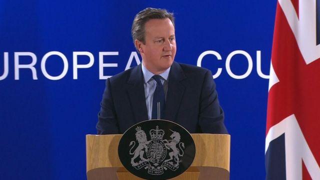 ブリュッセルで記者会見したキャメロン英首相(28日)