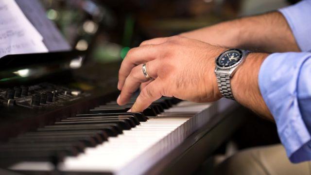 Pianoda məşq etmək üçün tələb olunan dərin konsentrasiya hədsiz rəqəmsal detoks kimidir