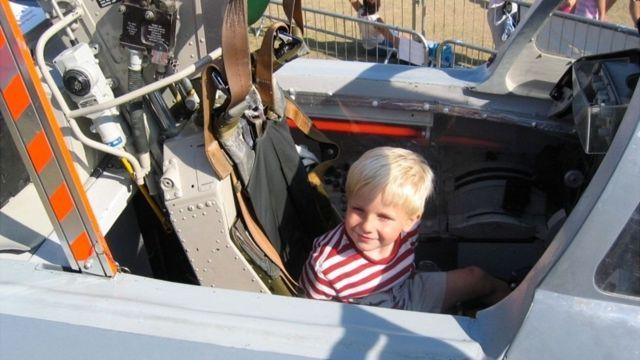 كان أليكس يحلم منذ الصغر بأن يصبح طيارا