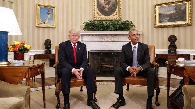 米ホワイトハウスで報道陣を前にしたトランプ次期大統領とオバマ大統領(10日)