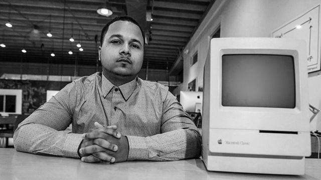 Freddie Figgers con su computadora