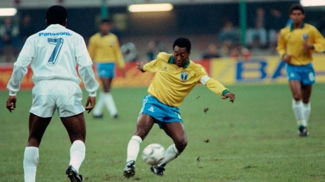 Пеле играет за Бразилию