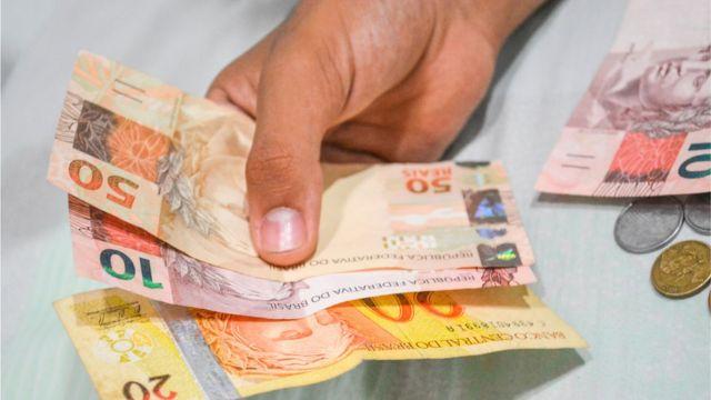 FMI prevê que economia brasileira deve voltar a crescer em 2017