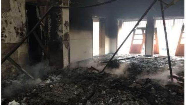 Trois sièges de partis de l'opposition dont les responsables avaient appelés à la manifestation, ont été saccagés et incendiés