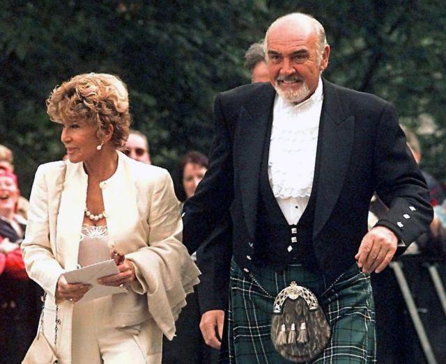 Sean Connery iyo xaaskiisa Micheline Roquebrune oo sanaddi 1999-kii ka qayb galaya furitaanka baarlamaanka Scottish