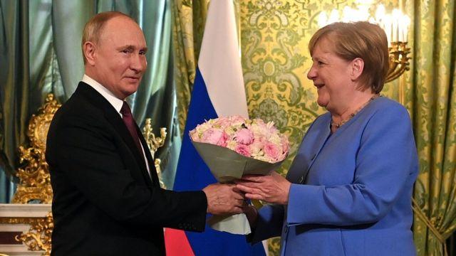 Ангела Меркель на встрече с Путиным потребовала освобождения Алексея  Навального - BBC News Русская служба