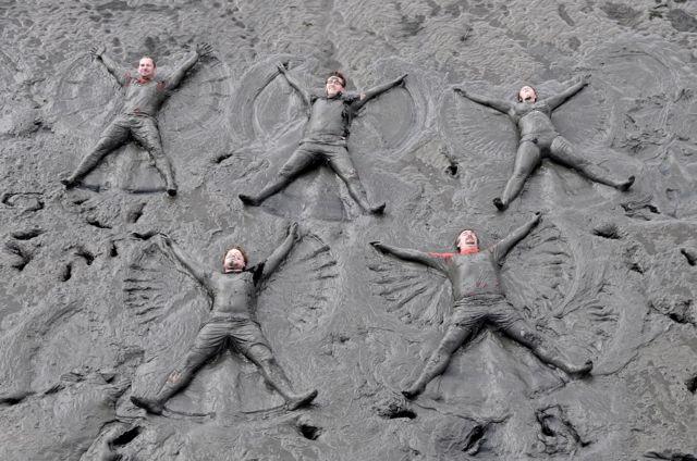 Takmičari Olimpijskih igara u blatu u nemačkom gradu Brunsbitelu