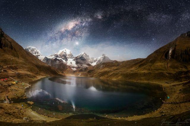Laguna Carhuacocha, na cordilheira Huayhuash, na região de Huánuco, no Peru.