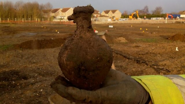 Warboys dig finds 'hugely important' Iron Age settlement