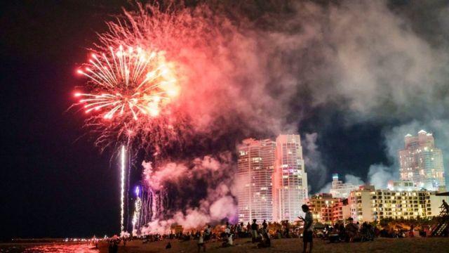 Fuegos artificiales en Miami Beach, Florida