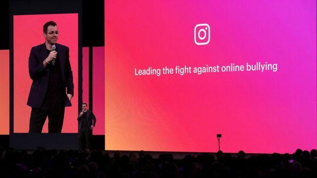 """Adam Mosseri, patron d'Instagram, s'exprimant en avril. Instagram a fait l'objet d'un examen minutieux pour intimidation, et certains ne sont pas sûrs si l'interdiction des """"j'aime"""" va aider."""