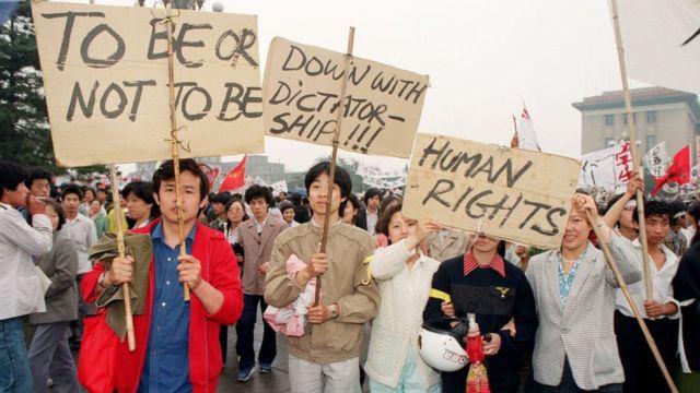 Os protestos da Praça da Paz Celestial acabaram sendo severamente reprimidos, em 1989