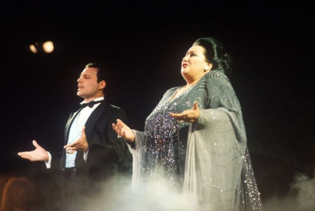 "Фредди Мекрьюри и Монсеррат Кабалье исполняют ""Барселону"" на Ибице. 29 мая 1987 г."