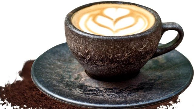 Немецкой компании Kaffeeform достаточно кофейной гущи от шести порций кофе, чтобы сделать из них кофейную чашку и блюдце