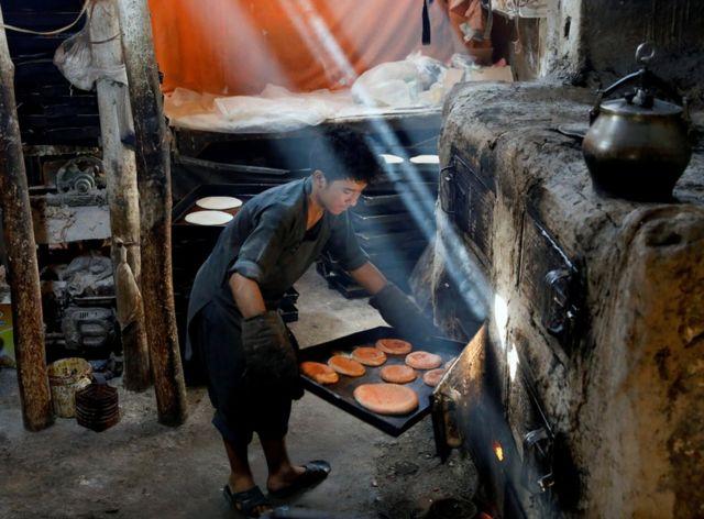 Nin diyaarinayo cunada munaasabadda Eid al-Adha ee magaalada Kabul, ee dalka Afghanistan.