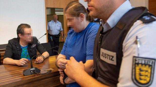 Osuđeni par na sudu.