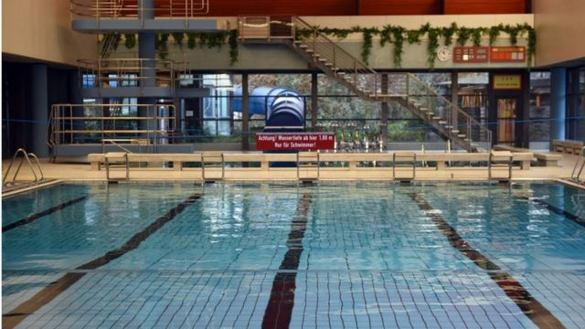 Cologne attacks: Migrant men banned from German swimming pool