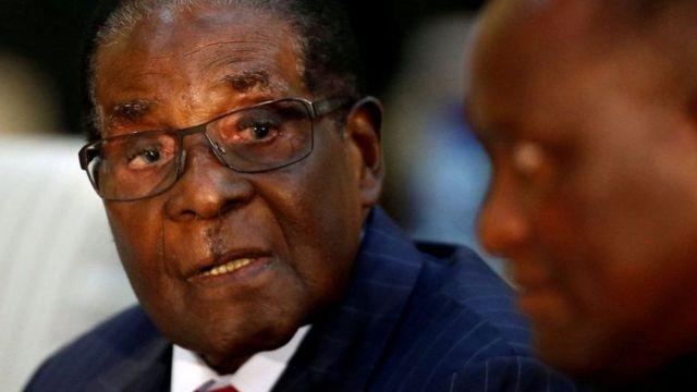Le président Mugabe, 93 ans, dirige le Zimbabwe depuis son indépendance au début des années 80.
