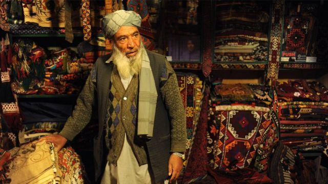 سعودي کې ځینې افغانان د غالیو او ارزانبیه توکو پر کاروبار بوخت دي