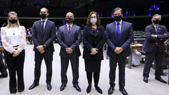 Deputados federais Aline Sleutjes (PSL-PR), Eduardo Bolsonaro (PSL-SP), Vitor Hugo (PSL-GO), Carla Zambelli (PSL-SP), Aluisio Mendes (PSC-MA) e Joaquim Passarinho (PSD-PA)