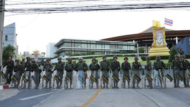 22 พ.ค.2557 ภายหลัง พล.อ.ประยุทธ์ จันทร์โอชา ประกาศยึดอำนาจ นักการเมืองที่ร่วมโต๊ะถูกควบคุมตัวทันที