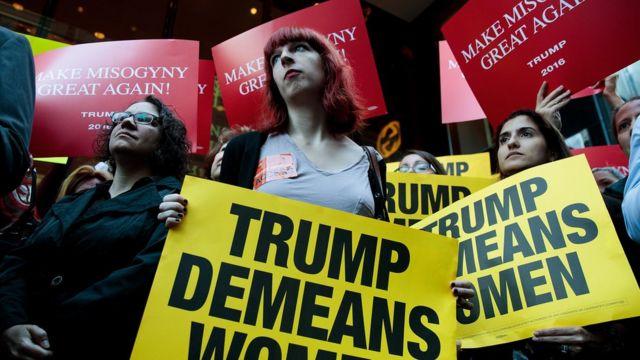 Mujeres protestan contra Donald Trump