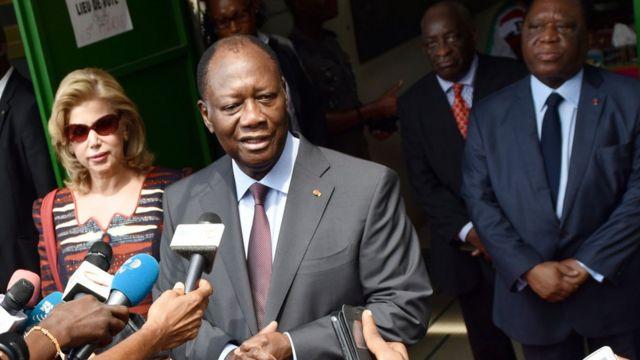 Le sommet annuel des pays d'Afrique de l'Ouest réuni samedi à Abuja et auquel avait pris part M. Ouattara a appelé le président gambien Yahya Jammeh à reconnaitre sa défaite électorale
