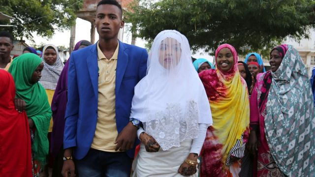Wasu ma'aurata a birnin Mogadishu da ke Somalia