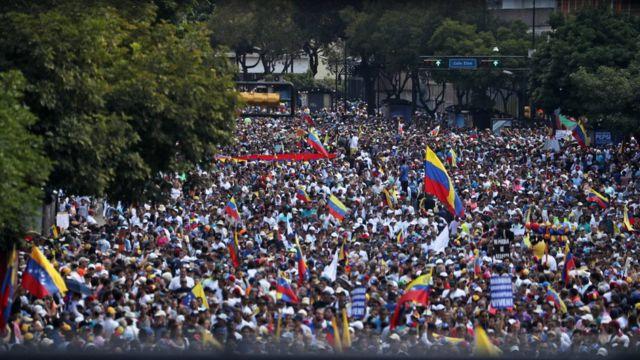 Milhares de venezuelanos saíram às ruas de Caracas nesta semana para protestar contra o governo de Maduro