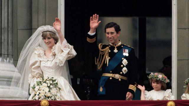 Prenses Diana 1981 yılında, İngiltere Kraliçesi İkinci Elizabeth'in varisi olan Galler Prensi Charles ile Londra'daki St Paul's Katedrali'nde evlenmişti.